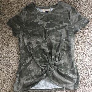 Camo  print twist front short sleeve t-shirt